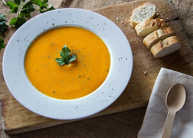 Jede Woche wechselnde Tagesgerichte. Belegte Brote, Sandwichesund hausgemachte Suppen.